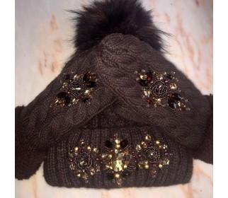 Коричневый комплект шапка и перчатки со стразами Swarowski