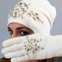 Белый комплект шапка и перчатки со стразами Swarowski