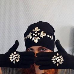 Черный комплект шапка и перчатки со стразами Swarowski